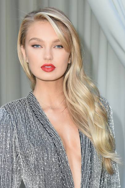 romee strijd glamour 27mar18 gettyimages 927330438 p 1 - Цвет блонд натуральный фото, краска, кому подходит